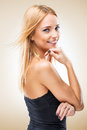 Beautiful blonde woman seductively viewer light background é Royalty Free Stock Photography