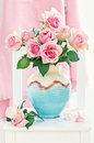 Beautiful fresh roses ceramic vase Royalty Free Stock Photography