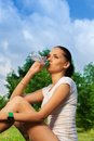 Beautiful jogger resting and drinking water Royalty Free Stock Photo