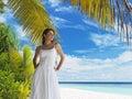Krásná žena na tropický pláž