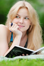 Beautiful young woman read book Royalty Free Stock Images