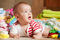 Bebé feliz con las cosas del bebé Imagen de archivo libre de regalías