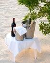 Bebidas del frío en la playa Foto de archivo libre de regalías