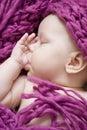 Behandla som ett barn att sova för flicka Royaltyfria Foton