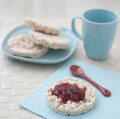 Berries jam on the rice cake Royalty Free Stock Photography