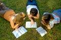 Biblii nauki młodość Fotografia Stock