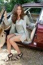 Bil f�r 4 aff�r som ut f�r den sexiga kvinnan Royaltyfria Foton
