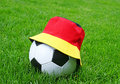 Bille de football, chapeau allemand d'indicateur Photographie stock libre de droits