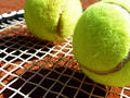 Billes et raquette de tennis Photographie stock