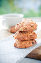 Biscuits faits maison sur une serviette Photo stock