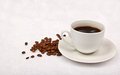 Black coffee and browns coffee beans Royalty Free Stock Photography