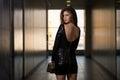 In black dress di modello con le maniche lunghe Immagine Stock Libera da Diritti