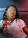 Negro chica en noche