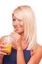 Blonde buvant du jus d orange Photographie stock libre de droits