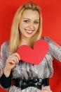 Blonde die een hart houdt Stock Afbeeldingen