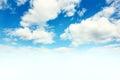 Modrá obloha a bílý mraky