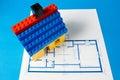 Blueprint pour une maison et une maison modèle Photographie stock libre de droits