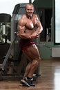 Bodybuilder performing side chest pose body builder Royalty Free Stock Photography