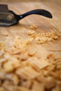 Bordo chip shavings del legno duro di sapele dello spokeshave Fotografie Stock Libere da Diritti