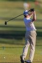 Boule de boîte de junior practice swing t de golfeur Images stock