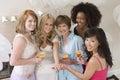 Brücke die hen party with her mother und freunde feiert Stockbilder