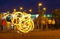 Brandshow i den nattNeva invallningen Arkivfoto