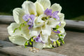 Bridal bouquet with white callas and wedding rings Royalty Free Stock Images