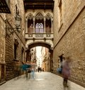 Bridge at carrer del bisbe in barri gotic barcelona Royalty Free Stock Photos