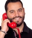 Bärtiger mann der durch das telefon lokalisiert auf weißem hintergrund spricht Stockfotografie
