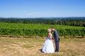 Brud och brudgum wedding kiss Arkivbild