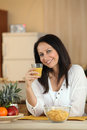 Brunette enjoying healthy breakfast a Stock Images