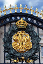 Buckingham palace gate crest 2 Royalty Free Stock Photography