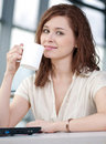 Business woman with a laptop and mug Royalty Free Stock Photography