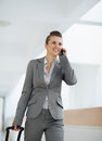 Business woman in trip with bag speaking mobile Stock Photography