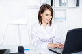 Business woman working on a laptop at office Royalty Free Stock Photos