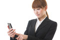 Businesswoman to see a smartphone Royalty Free Stock Image