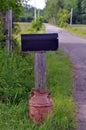 Buzón rural en rusty old milk can Fotos de archivo libres de regalías