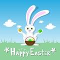Céu azul do coelho feliz da grama verde da paisagem de bunny hold eggs basket spring do cartão de páscoa Imagem de Stock