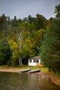 Cabaña en el lago Fotografía de archivo