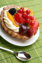 Cake with fresh fruits Royalty Free Stock Images