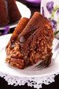 Cake met karamel en noten Stock Foto's