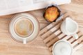 Cake muffin with coffee on wooden table Stock Photography