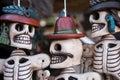 Calaveras mexicanas artesanías sonrientes de barro de teotihuacán Stock Photo