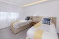 Camera da letto moderna del condominio di immagine di riserva Immagine Stock