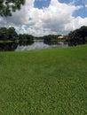 Campo de golf con opiniones del lago Imagenes de archivo