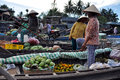Can tho feb unidentified vietnamese fruit and vegetable merchants at the floating market cai rang phong dien and cai be are the Stock Photos