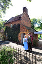 Captain cooks cottage melbourne aus apr couple wearing english costumes from the th century era at it s a popular tourist Stock Photography