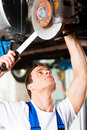 Car mechanic in workshop Royalty Free Stock Photography