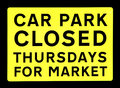 Car park closed market sign photo of a yellow thursdays for on black Stock Photography