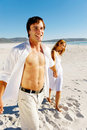 Carefree walking beach couple Royalty Free Stock Photography